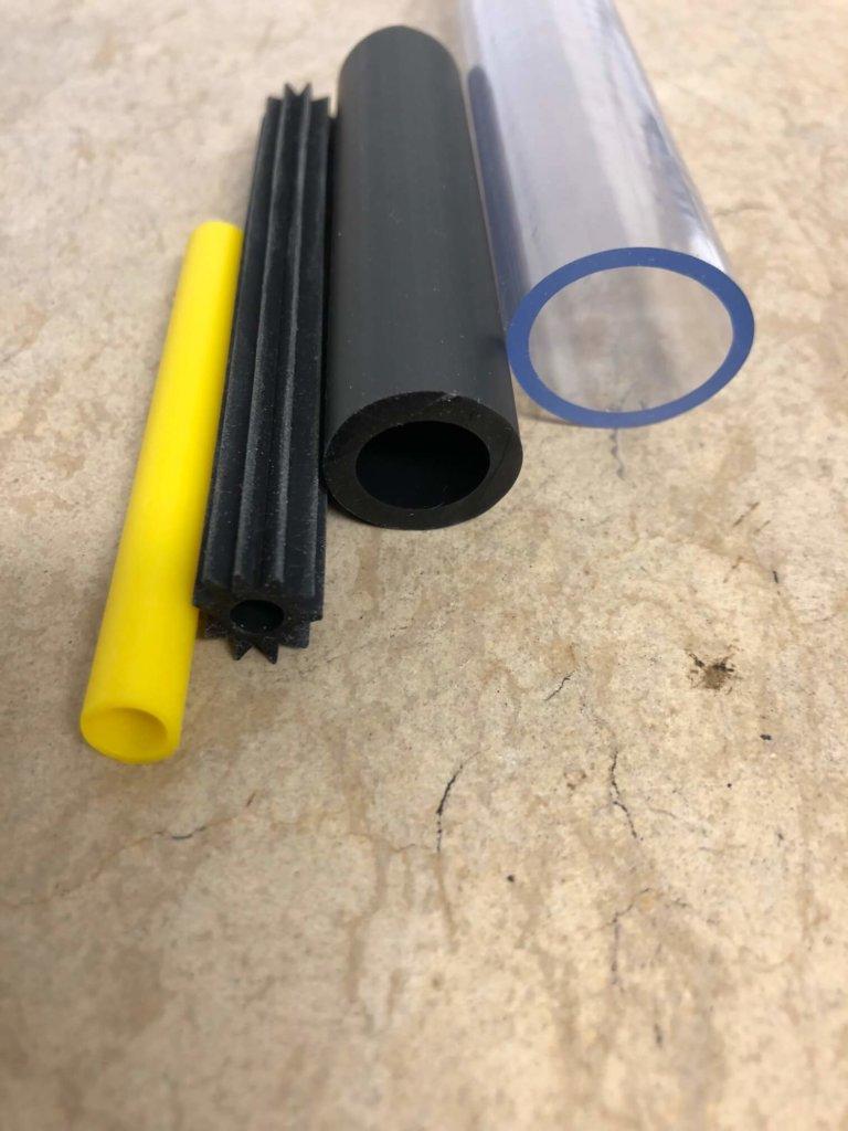 PVC Schlauch oder TPE Schlauch in verschiedenen Farben, Shore A Härten und Größen. Von glasklar bis eingefärbt. Innendurchmesser: 2 mm bis 30 mm.