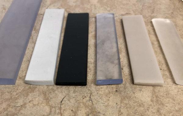 Flachkeder 14 x 3 mm in beliebigen Farben und auch weiteren Maßen erhältlich – auch mit geriffelter Oberfläche. z.B. zum Vernähen und Klippen in Alurahmen.