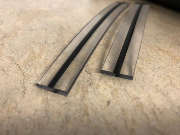 PVC-Flachkeder 15 x 3 mm mit schwarzer Wulst – Grundprofil PVC-weich, Härte Shore A 73, Nase PVC-weich, Härte Shore A 90 schwarz